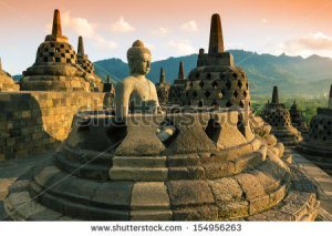 stock-photo-buddist-temple-borobudur-at-sunset-yogyakarta-java-indonesia-154956263 indonésie