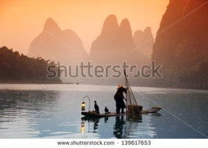 stock-photo-chinese-man-fishing-with-cormorants-birds-yangshuo-guangxi-region-traditional-fishing-use-139617653 chine