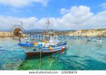 stock-photo-fishing-boats-in-a-port-in-pafos-cyprus-220296679 chypre