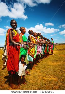 stock-photo--masai-mara-kenya-november-masai-women-sings-traditional-song-as-cultural-ceremony-review-of-111920804 afrique kenya
