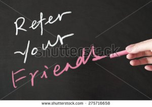 stock-photo-refer-your-friends-words-written-on-the-blackboard-using-chalk-275716658 referencement