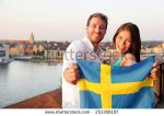 stock-photo-swedish-people-holding-sweden-flag-in-stockholm-candid-fresh-scandinavian-man-and-asian-woman-251306197 suède