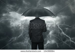 stock-photo-trouble-ahead-concept-businessman-with-umbrella-standing-in-the-rain-134399564 crise