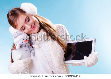 stock-photo-young-woman-with-computer-tablet-and-little-snowman-happy-girl-in-white-sweater-pullover-and-300937412 tablette