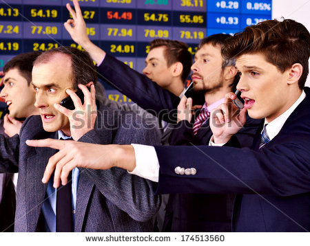 stock-photo-group-business-people-with-stock-exchange-board-in-office-174513560 portefeulle jeune financier argent traders