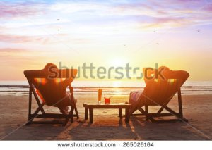 stock-photo-happy-couple-enjoy-luxury-sunset-on-the-beach-during-summer-vacations-265026164 retraite