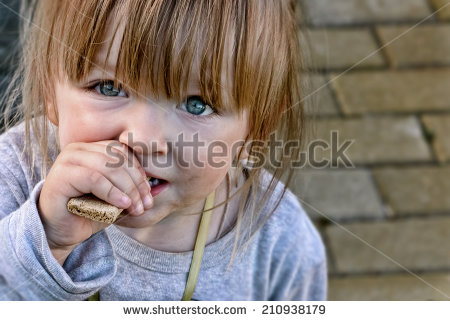 stock-photo-hungry-child-with-big-clear-eyes-eating-bread-and-impressively-looking-at-the-camera-close-up-210938179 faim