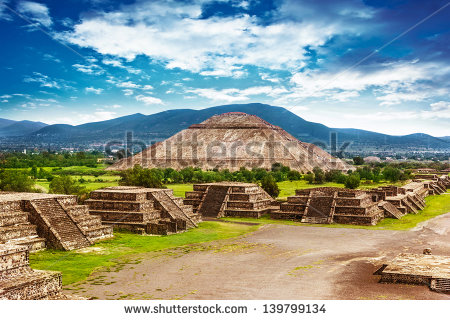 stock-photo-pyramids-of-the-sun-and-moon-on-the-avenue-of-the-dead-teotihuacan-ancient-historic-cultural-city-139799134 mexique