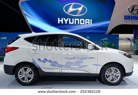 stock-photo-toronto-february-at-the-canadian-international-auto-show-hyundai-tucson-hydrogen-refuels-252382129